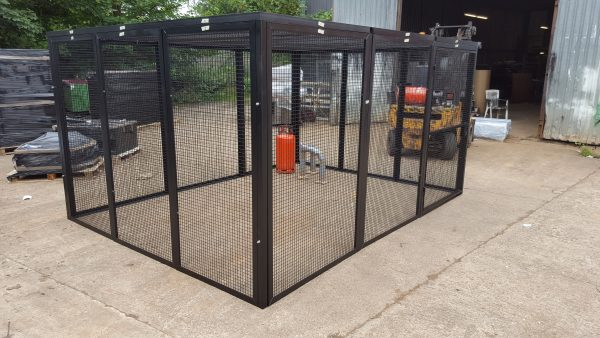 Outdoor security cage